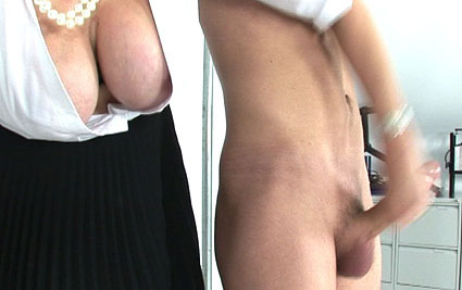 Kinky milf handjob from Lady Sonia
