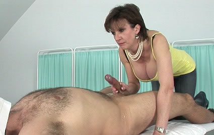 Dirty talk handjob from Lady Sonia