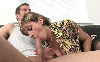 English wife blowjob from Lady Sonia