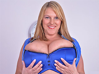 Carol Brown nipples gobbling before showing inside her pussy from Busty Britain