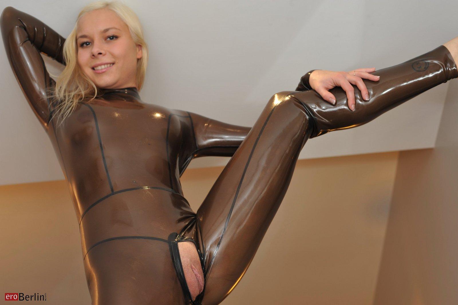 berlin sexanzeigen sex in latex catsuit
