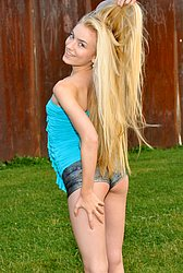 Eroberlin-Diana-Fox-sexy-jogging-flexible-public from Ero Berlin